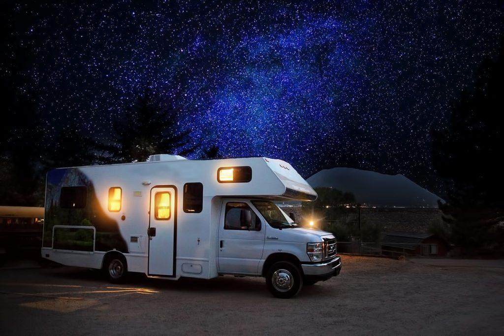 Campervan lors d'une nuit en Australie