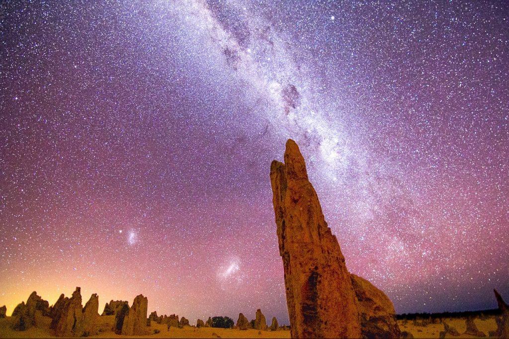 Image de nuit du désert des Pinnacles en Australie