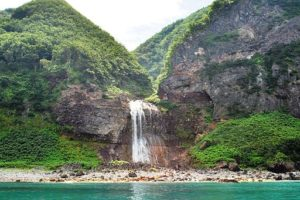 Waterfall_of_Kamuiwakka-Japon